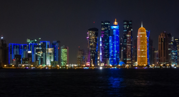 the-city-center-skyline-of-the-very-modern-city-of-doha-qatar-is-dominated-by-skyscrapers-built-in-the-21st-century