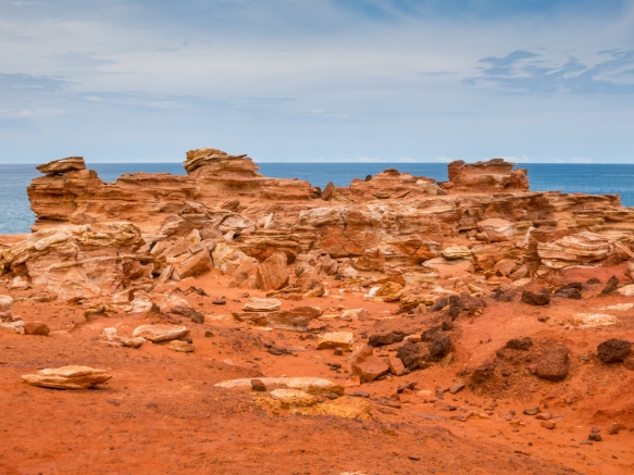 the-red-sandstone-headland-of-gantheaume-point-contains-many-beautiful-rock-formations-that-glisten-in-the-summer-sun-broome-australia