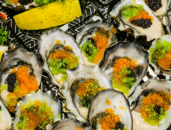 oyster-sashimi-at-the-market-with-multi-colored-caviar-fish-roe-sydney-fish-market-sydney-new-south-wales-australia