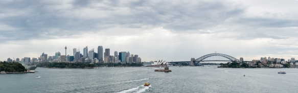 panorama-of-sydney-harbour-as-we-sailed-in-on-an-overcast-day-with-intermittent-rain-sydney-new-south-wales-australia