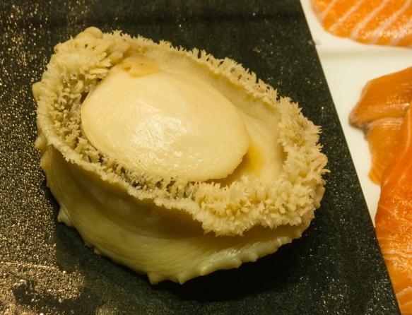 wild-abalone-sashimi-for-take-away-or-eating-at-the-sydney-fish-market-sydney-new-south-wales-australia