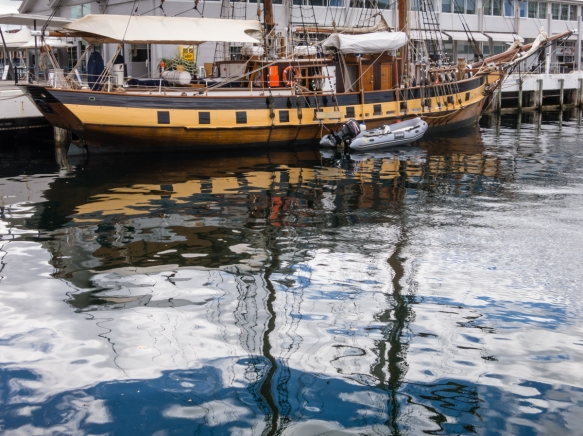 reflections-in-the-city-center-harbor-hobart-tasmania-australia