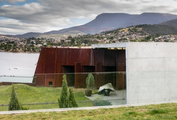 the-setting-for-the-museum-on-the-berriedale-peninsula-along-the-derwent-river-mona-museum-of-old-and-new-art-hobart-tasmania-australia