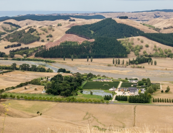 we-drove-up-the-mountain-to-get-this-view-of-the-craggy-range-winery-from-the-viewpoint-on-te-mata-peak-hawkes-bay-havelock-north-new-zealand
