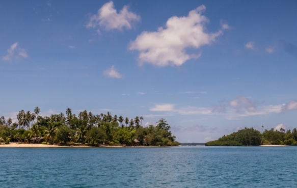 the-coastline-around-luganville-espiritu-santo-vanuatu-has-many-beaches-with-small-resorts-having-been-built-up-over-the-past-few-decades
