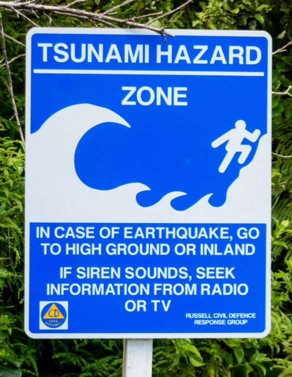 with-the-large-number-of-major-earthquakes-in-new-zealand-and-the-surrounding-area-tsunamis-are-a-major-fear-in-the-aftermath-of-a-big-one-long-beach-russell-bay-of-islands-new