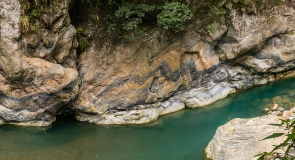 After a delicious Chinese banquet luncheon at the Silks Palace Taroko Hotel, we concluded our visit to Taroko National Park with a 90-minute hike along the riverside Shakadang Trail that