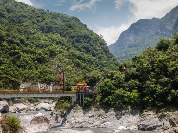 After hiking in Swallow Grotto, we drove to this bridge in the park where we hiked up the hillside to a Buddhist temple and pagoda (following photographs), Taroko National Park, Hualien,