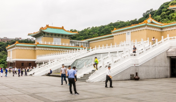 The National Palace Museum is famed for the world_s best collection of historic Chinese artifacts and is a must see for first-time (and returning) visitors to Taipei, Taiwan