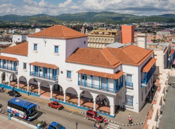 A contemporary building adjacent to Parque Céspedes that incorporates many updated colonial architectural design details, Santiago de Cuba, Cuba