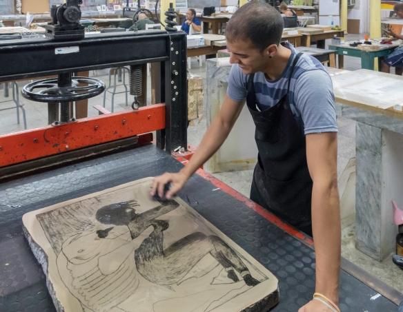 A second printmaker at Taller Experimental de Gráfica, Havana. Cuba