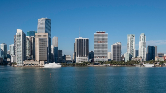 The downtown skyline fronting onto Biscayne Bay (II), Miami, Florida, USA