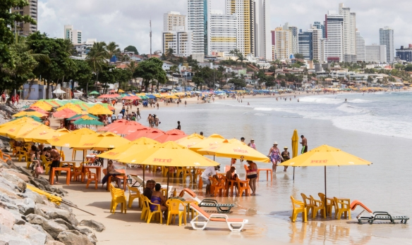 Located within 5 degrees (south) of the equator, Praia de Ponta Negra (Ponta Negra Beach), Natal, Brazil has a warm and humid tropical climate, creating high demand for the beach umbrell