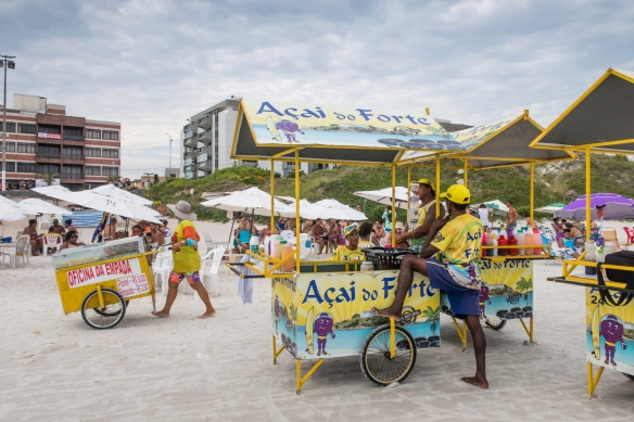 Praia do Forte (the Fort beach) was crowded with vendors selling food – it reminded us of going to an American baseball park with the food hawkers, Cabo Frio, Brazil