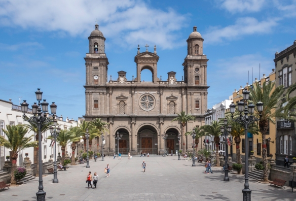 Catedral de Santa Ana (Santa Ana Cathedral), the oldest church in the Canary Islands with architectural styles from several centuries, dominates the central plaza in Vegueta, the old tow