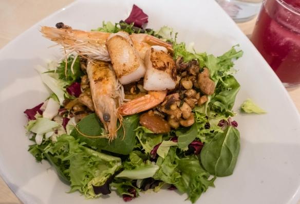 Ensalada Templada (warm salad with vieira (scallop) and gambas (shrimp), uvedoble taberna, Málaga, Spain