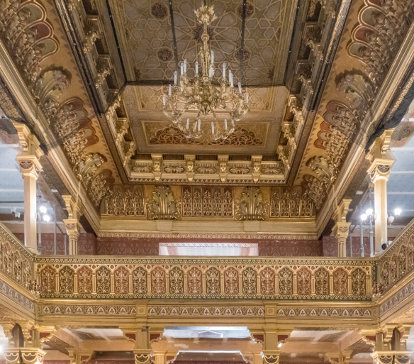 Since restoration, the gilded woodwork within Temple Synagogue (Synagoga Tempel), now plays host to many concerts and occasional religious ceremonies, particularly during the annual Jewi