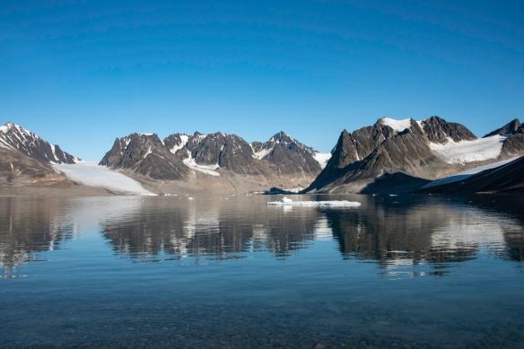 Smeerenburgfjorden, Amsterdamøya, Spitsbergen Island, Svalbard, photograph #1