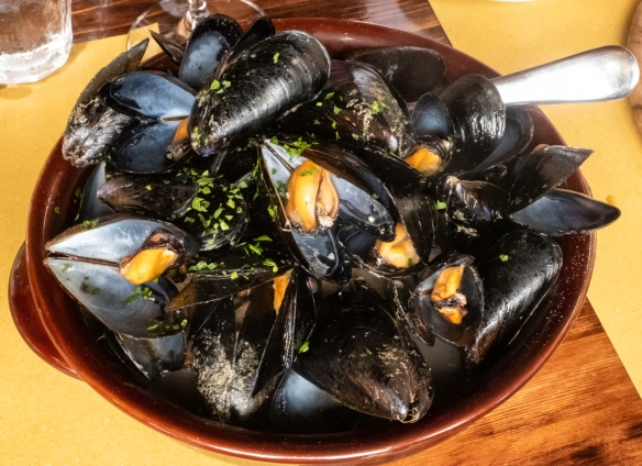Steamed mussels, luncheon at Osteria del Noce, Marciana Alta, Elba, Italy