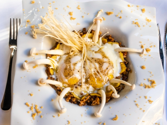 A main course of pureed potatoes, several kinds of fresh mushrooms, soft eggs and crumbles and chips of dried mushrooms – surprisingly the tastiest dish of the meal!; Restaurante Fabio