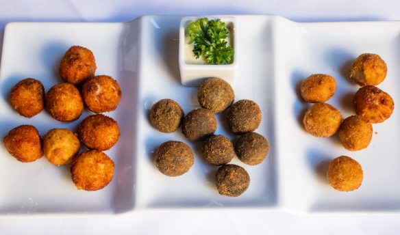 An appetizer of croquettes (left-to-right- ham, spinach and fish), Restaurante Fabio Santana, Vegueta (Old Town), Las Palmas, Gran Cararia, Canary Islands