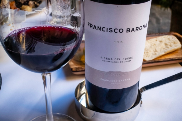 Following a delicious Spanish white wine from the Rioja region with the appetizers, we enjoyed an excellent Ribera del Duero red wine with our main courses, Restaurante Fabio Santana, Ve