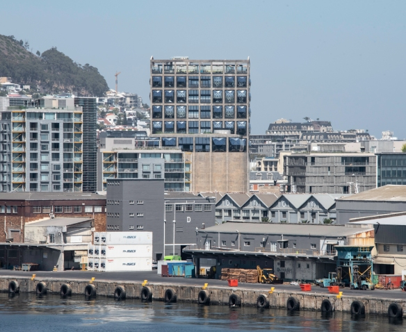 One of the most spectacular architectural renovation projects in the harbor area is the highest building in this image – the new Zeitz Museum of Contemporary Art Africa and the adjacen