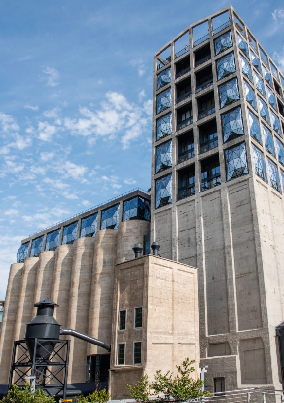 Zeitz Museum of Contemporary Art Africa makes up the left portion of the former Grain Silo with the Silo Hotel having been constructed in the rectangular section on the right, with strik
