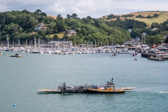 What do you notice about the propulsion of the car ferry between Dartmouth, England, and Kingswear, across the River Dart?